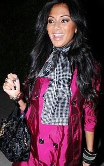 nicole scherzinger black white scarf